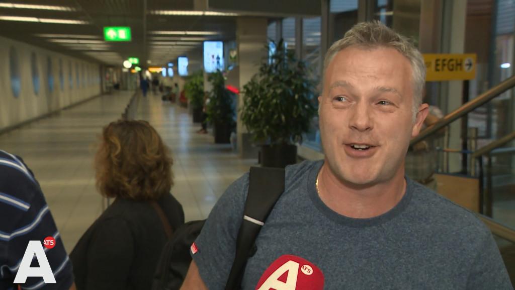 Reizigers urenlang gestrand op Schiphol door slecht weer: 'Ik probeer niet te schelden'