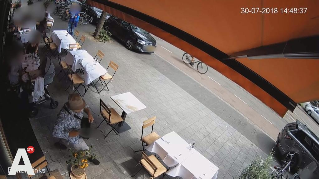 Beelden: Schutter Beethovenstraat loopt met getrokken wapen langs kinderwagen