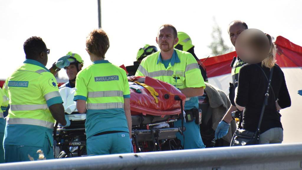 Twee doden bij zwaar ongeluk op A200; weg weer open