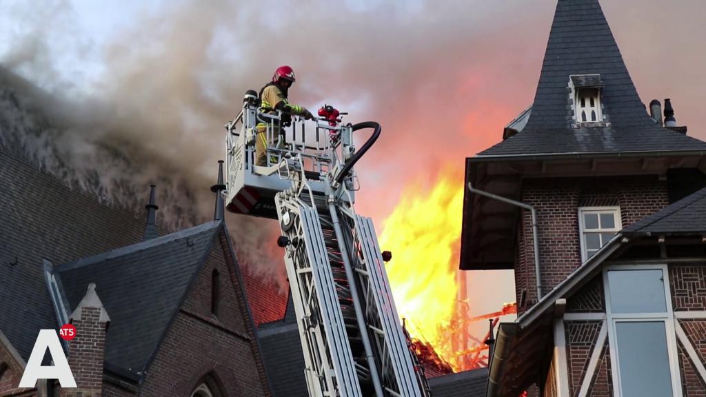 Verdriet om afgebrande Sint-Urbanuskerk: 'Twaalf jaar is hij gerenoveerd'