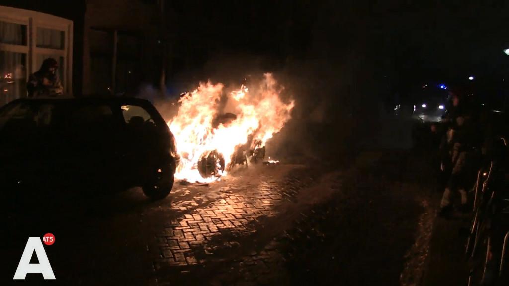 Scooterbrand Czaar Peterbuurt slaat over op auto's en woning