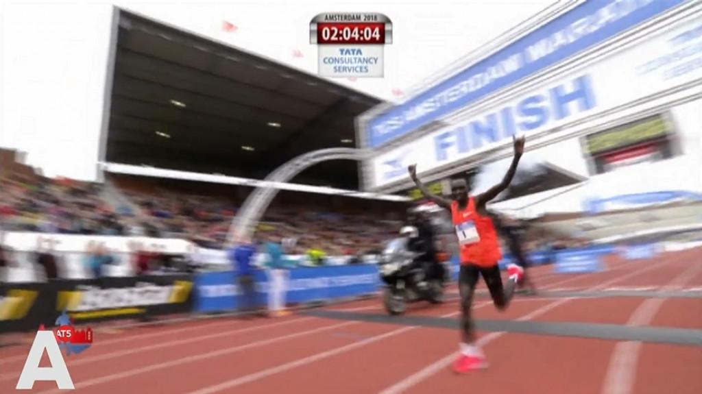 Keniaan Lawrence Cherono wint Amsterdam Marathon met parcoursrecord