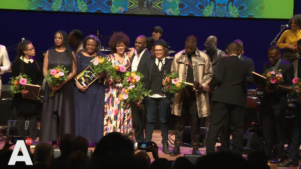 Uitreiking awards Black Achievement Month: 'Ik ben heel erg geroerd'