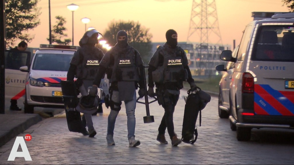 Het duivelse dilemma van de politie: ingrijpen of slachtoffers riskeren?