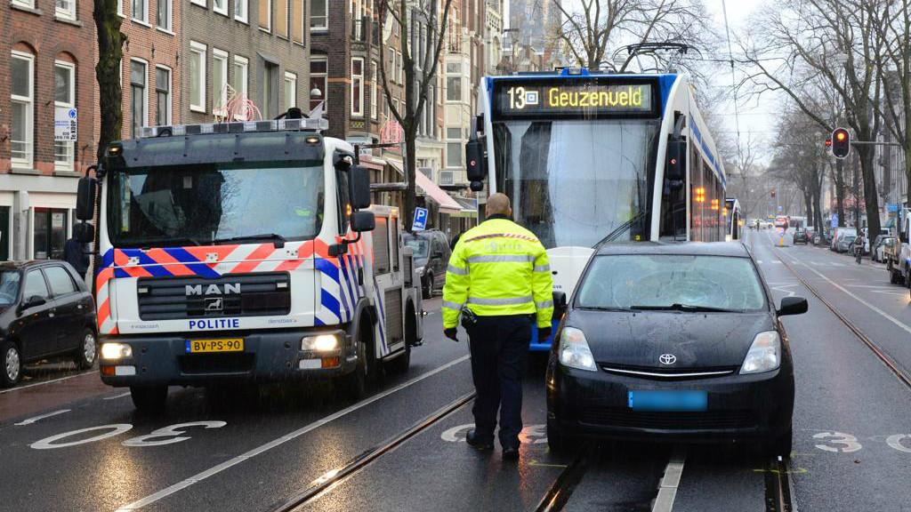 Voetganger overleden na aanrijding met taxi Rozengracht