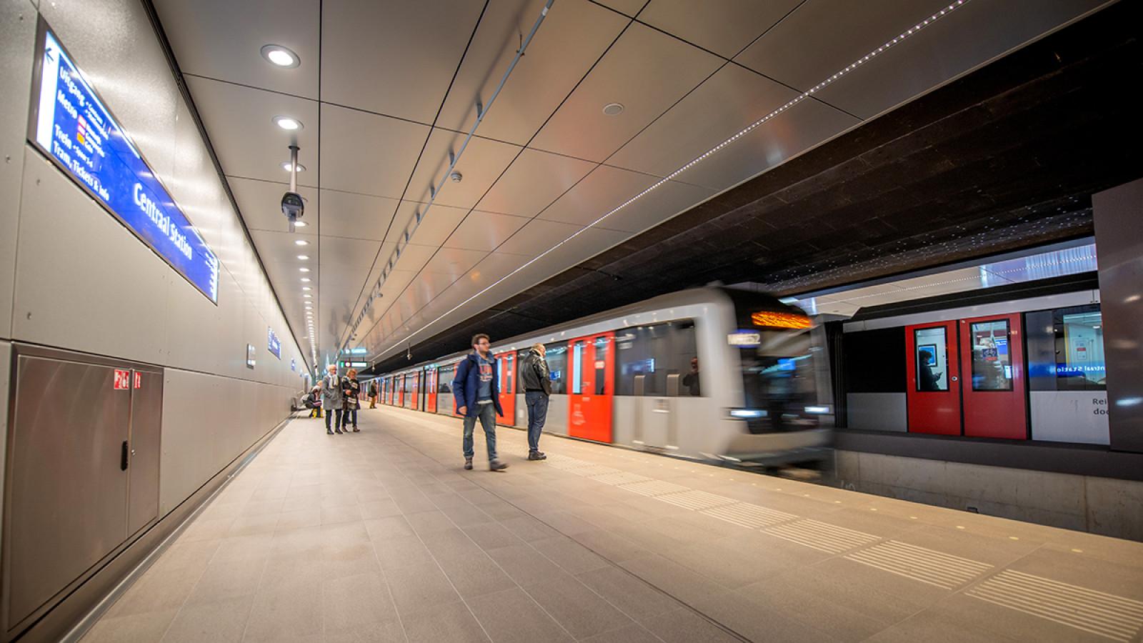 Mag Sneller Openbaar Vervoer In Amsterdam Ook Duurder Zijn