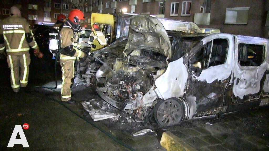Opnieuw raak in Noord: vier uitgebrande auto's brengen totaal op 30
