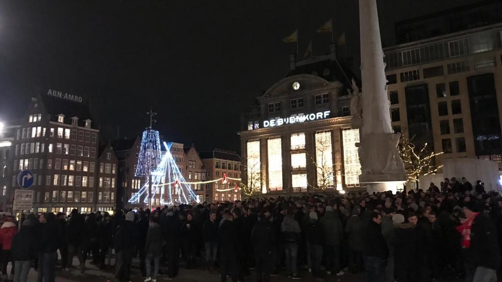 Duizenden Duitse fans verzamelen zich in de binnenstad, sfeer is gemoedelijk