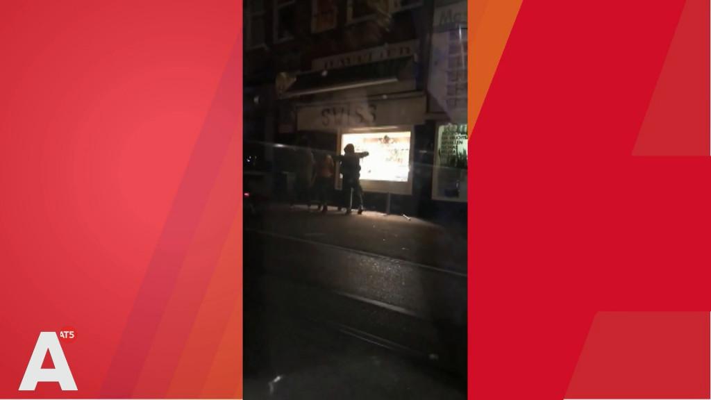 Beelden: overvallers op de vlucht na juwelenroof Kinkerstraat