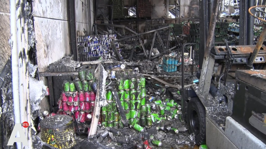 Ravage bij afgebrande loods Westpoort: 'Schade gaat richting de miljoen euro'