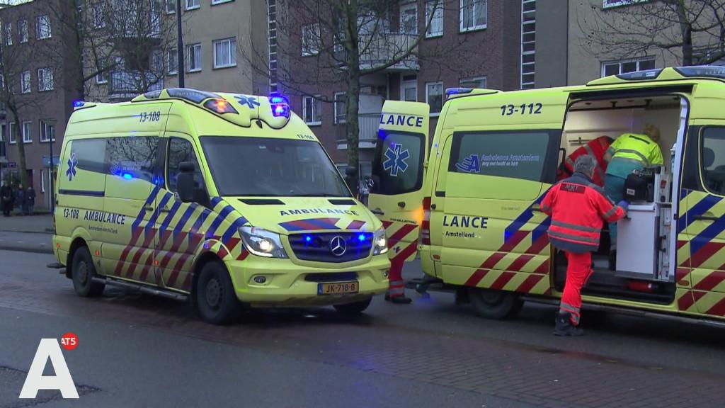 Zware aanrijding tussen fietsers en auto in Osdorp