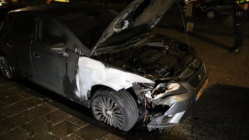 Jerrycan aangetroffen op brandende auto in Noord