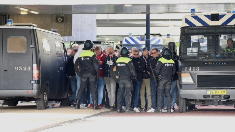 Honderd Lille-supporters opgepakt op station Strandvliet