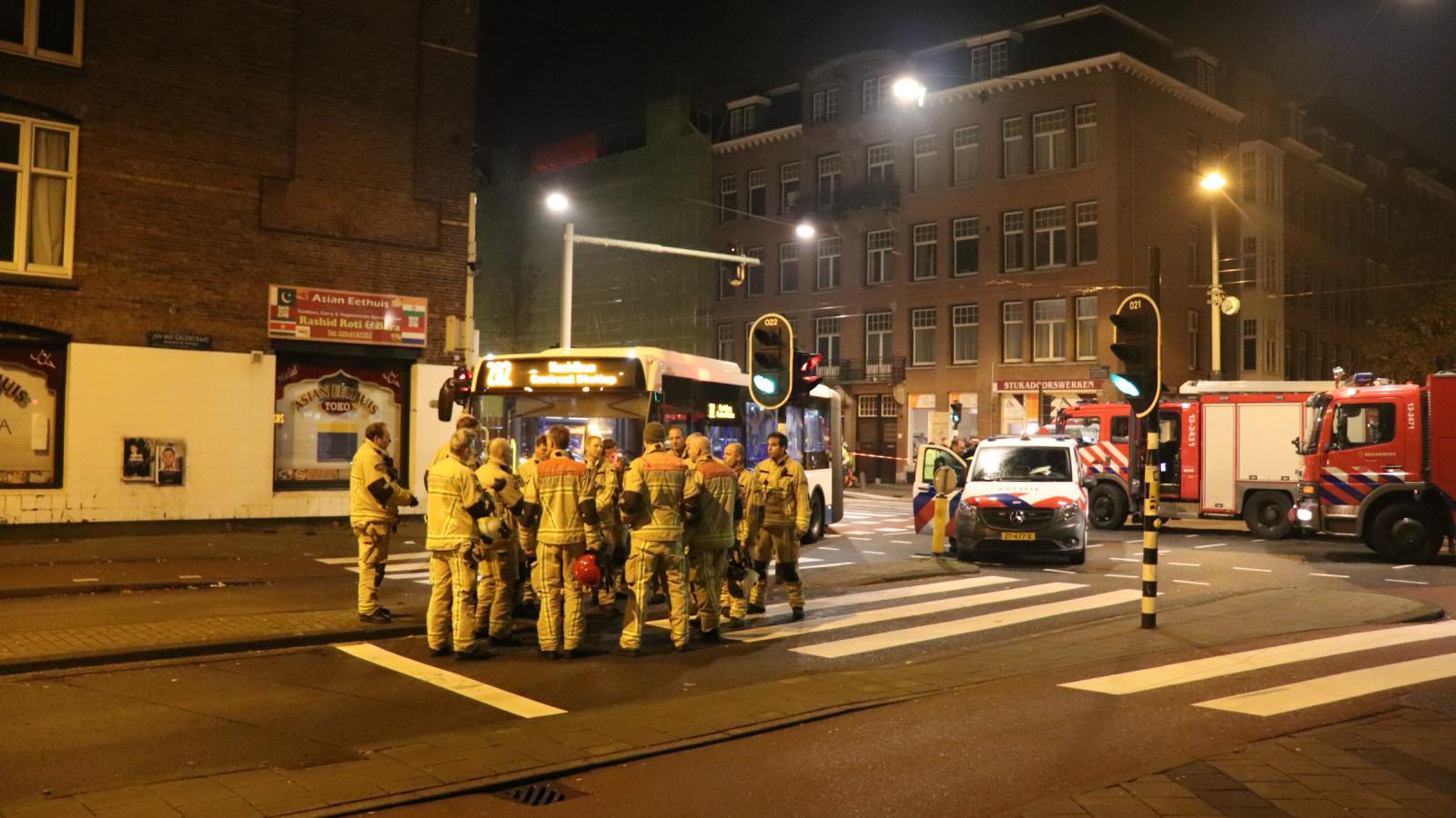 Fietser zwaargewond na aanrijding met bus in Bos en Lommer.