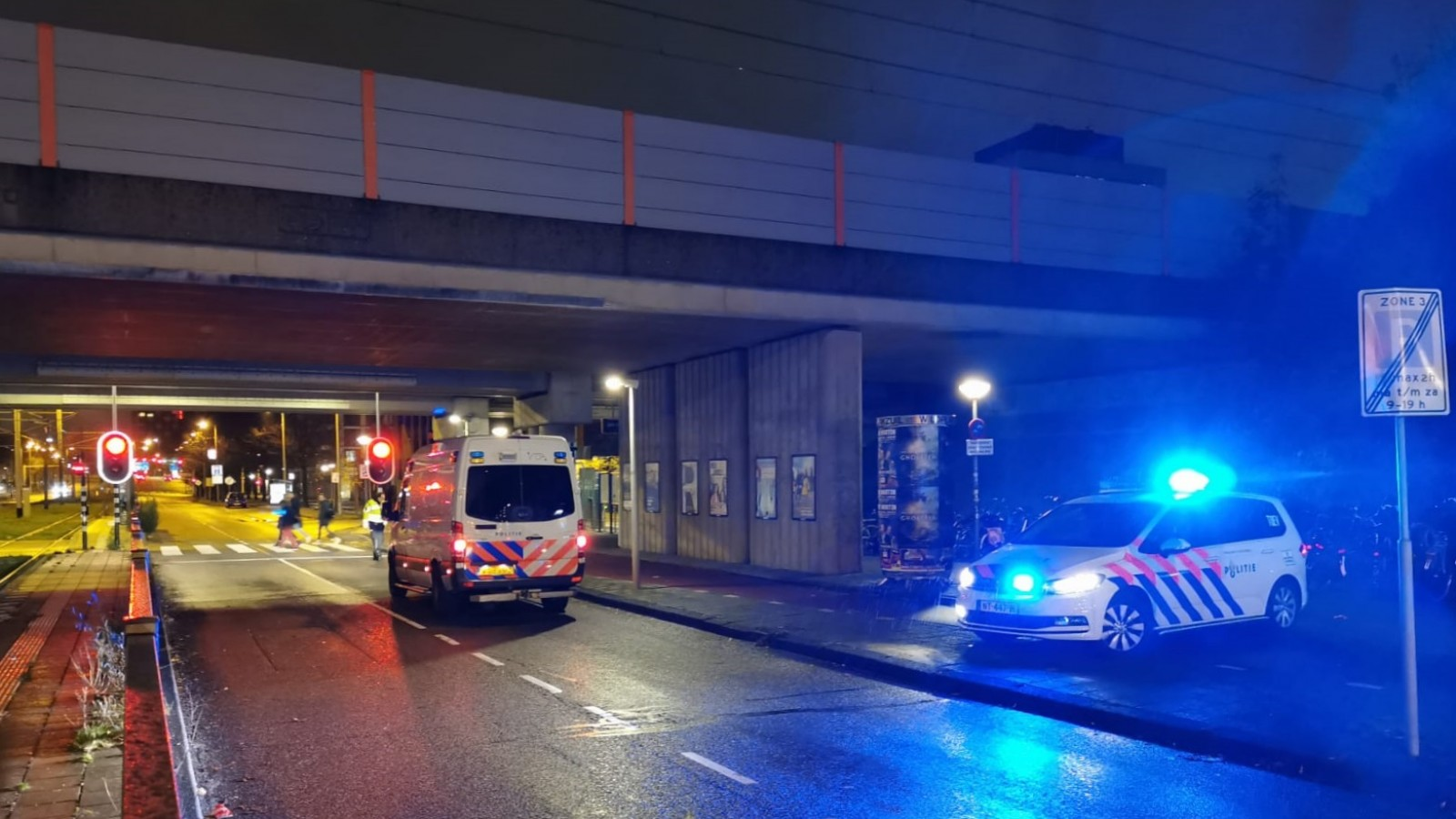 Voetganger gewond bij aanrijding met auto op Jan van Galenstraat.