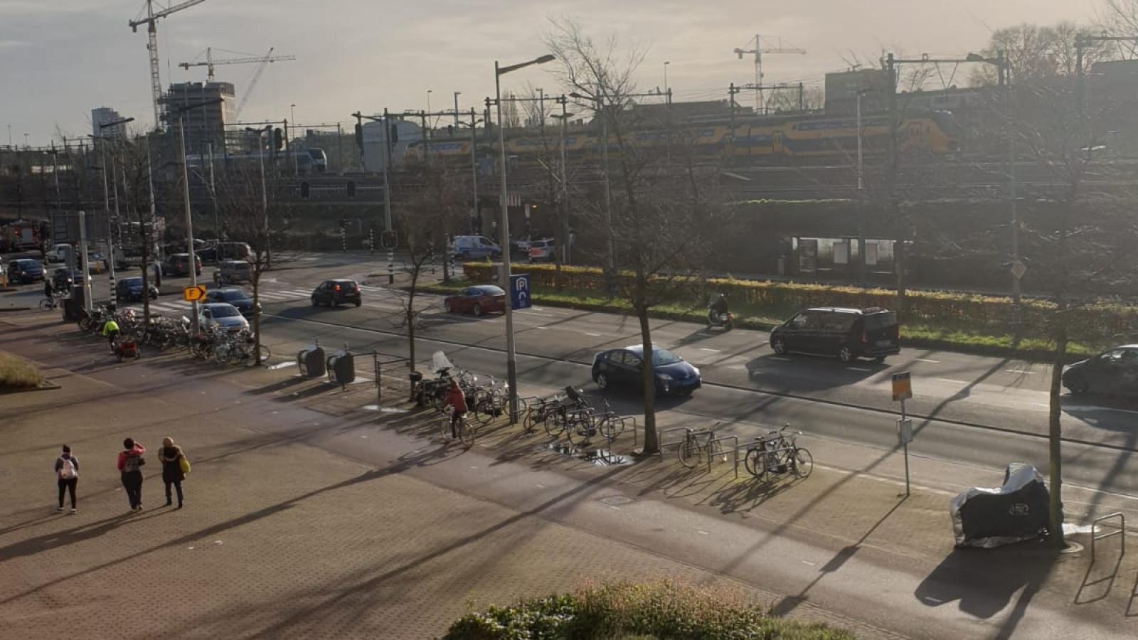 Treinverkeer tussen Centraal en Muiderpoort gestremd door aanrijding.