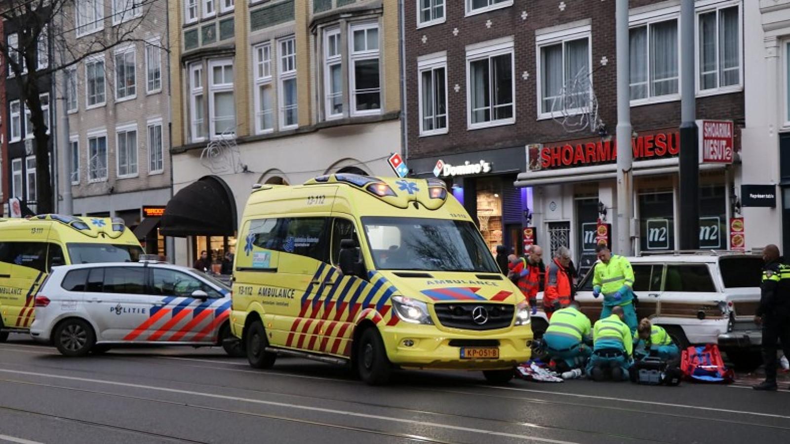 Bestuurder brombakfiets zwaargewond na ongeluk op Rozengracht.