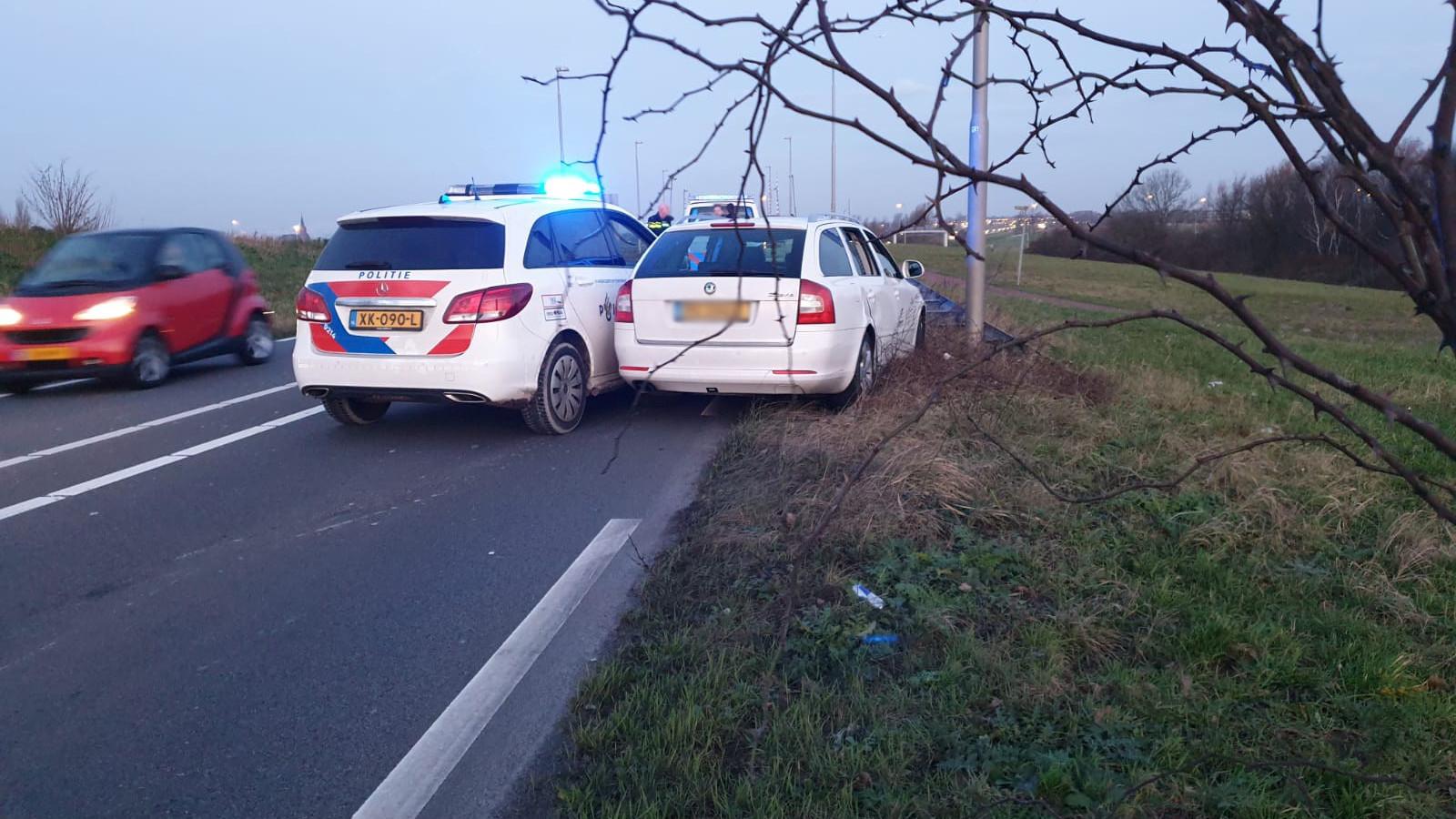 Automobilist klemgereden na doorrijden ongeval in Osdorp.