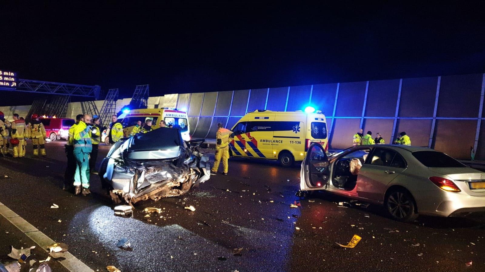 Twee gewonden bij ernstig ongeluk op A10 Noord.