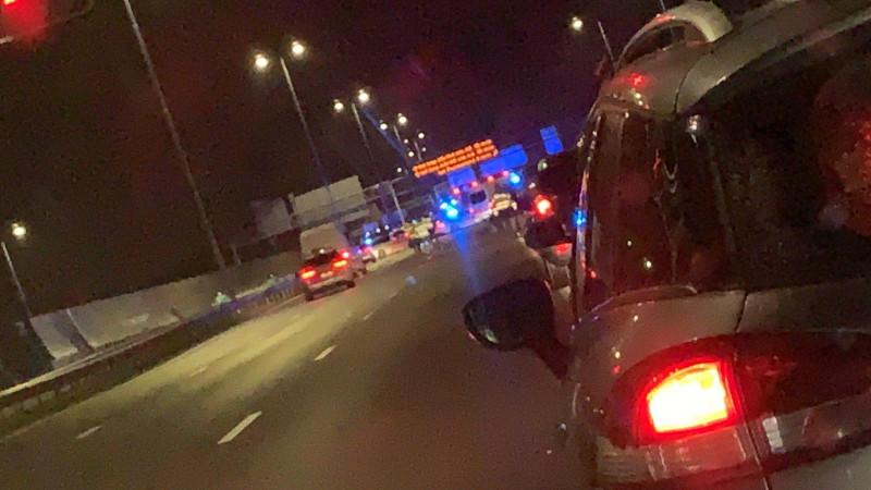 Auto's moeten omkeren na ongeluk A10 Noord