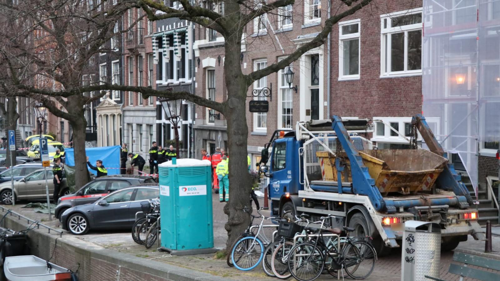 Scooterrijder overleden bij ongeval met vrachtwagen Keizersgracht.