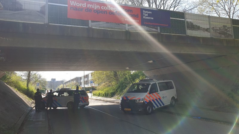 Arrestatieteam valt flat in Duivendrecht binnen