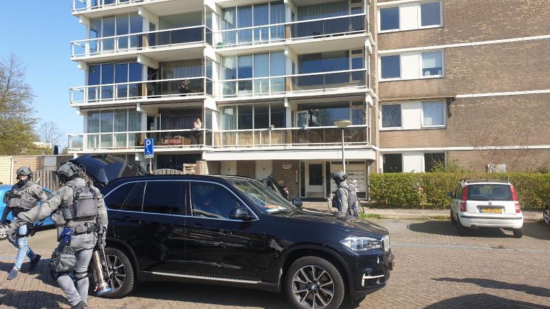 Politie valt flat in Duivendrecht binnen