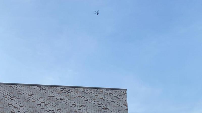 Politiehelikopter boven Slotervaart