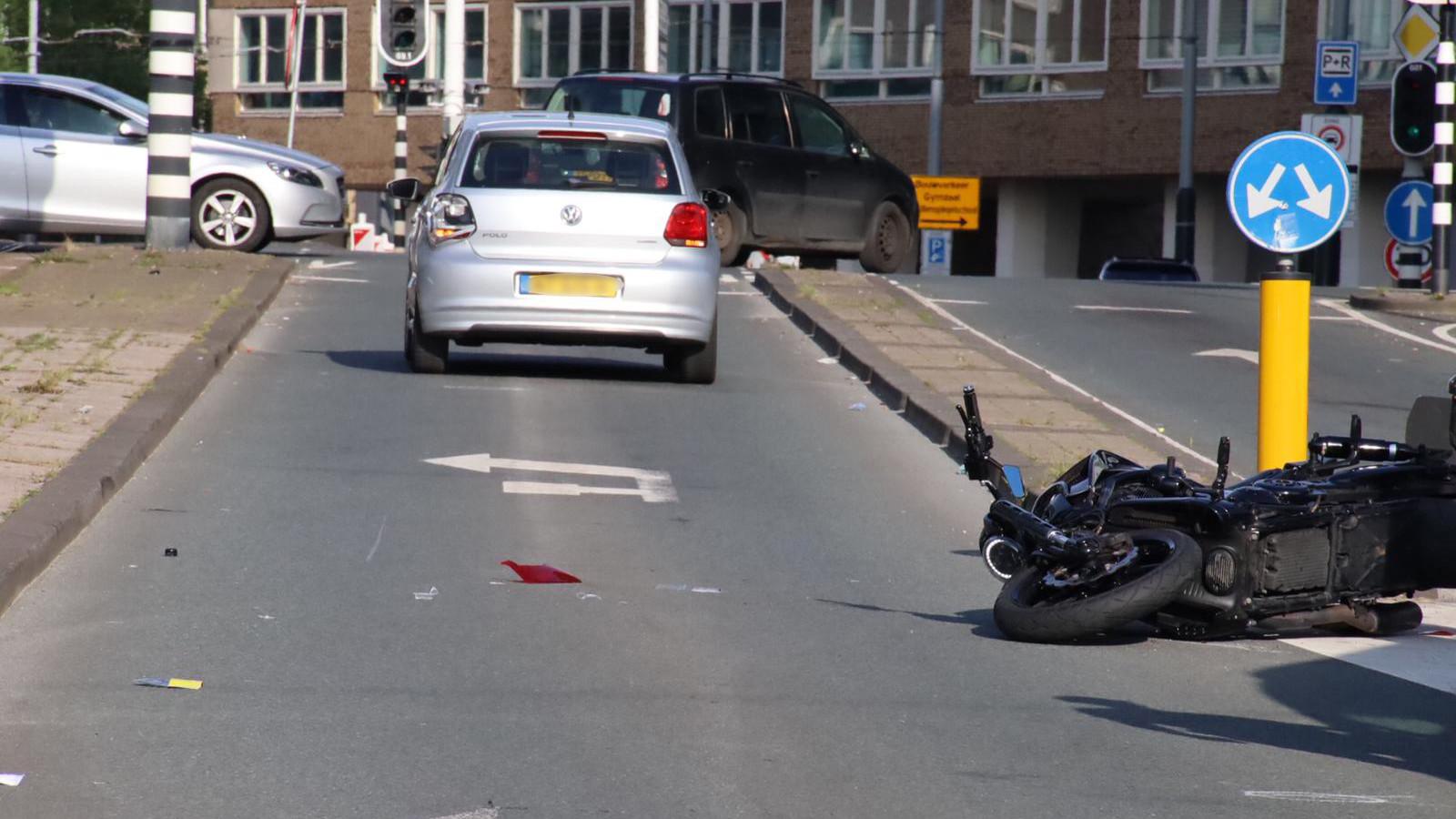Motorrijder gewond bij aanrijding op Bos en Lommerweg.