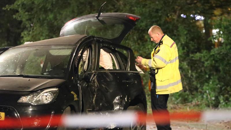 'Driftende' automobilist knalt tegen boom in Slotervaart