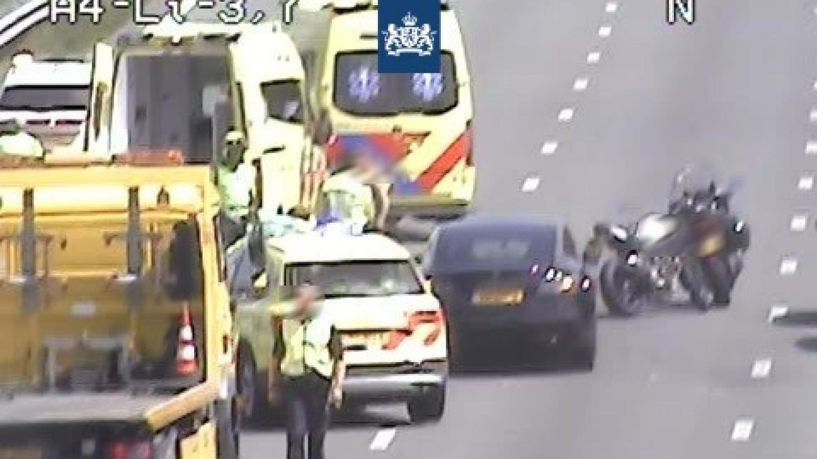 A4 richting Amsterdam dicht door ongeluk met motorrijder.