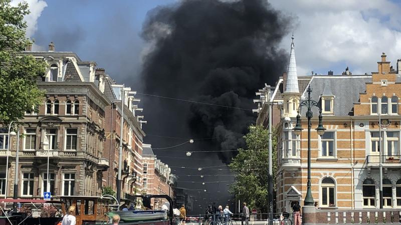 Grote brand aan de Ruyschstraat in Oost