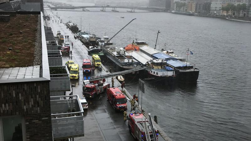 Hulpdiensten rukken uit voor zwemmende vrouw in IJhaven